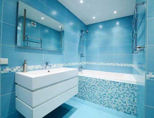 30 DICAS DE DECORAÇÃO DE BANHEIROS PEQUENOS -> Banheiros Pequenos Com Pastilhas Azuis