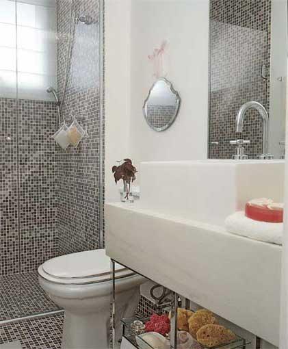 30 DICAS DE DECORAÇÃO DE BANHEIROS PEQUENOS -> Banheiro Pequeno Com Pastilhas De Vidro