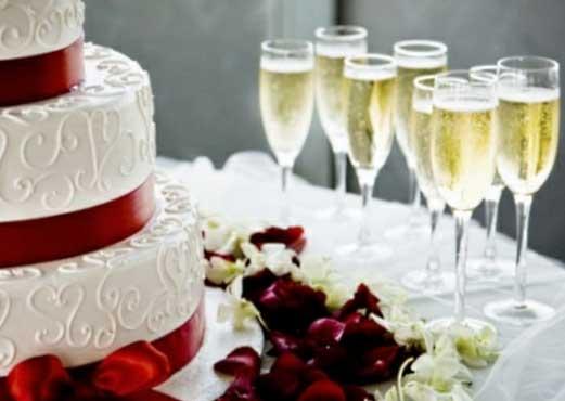 40 DICAS DE COMO DECORAR CASAMENTOS SIMPLES -> Decoração De Mesa De Bolo Casamento Simples