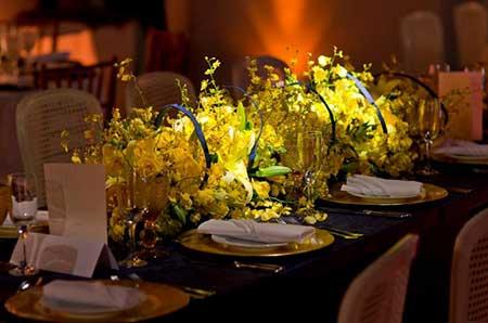 mesa de casamentos decorados em amarelo