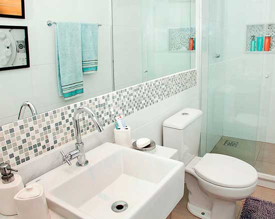35 DICAS DE COMO DECORAR BANHEIROS Fotos e Dicas -> Decoracao De Ambientes Pequenos Banheiro