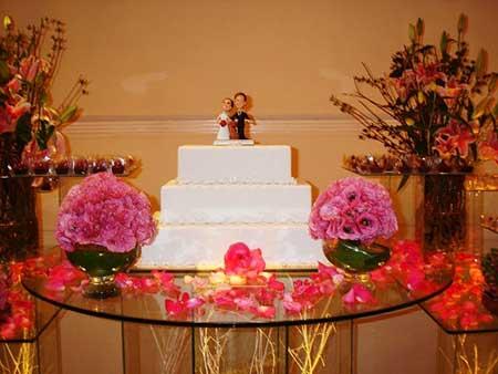 várias dicas de bolo para mesas de casamento de vários temas