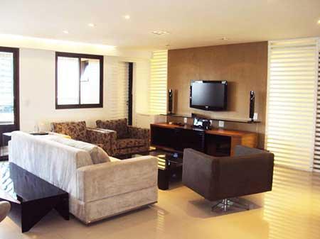 salas com sofas e poltronas