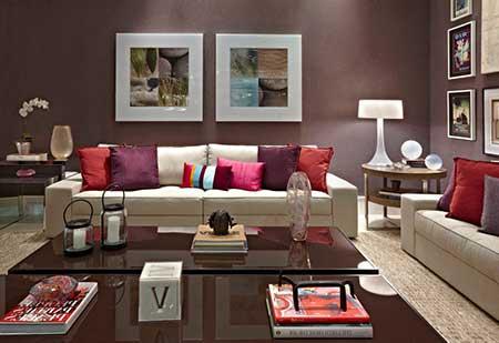 sala na cor vinho decorada