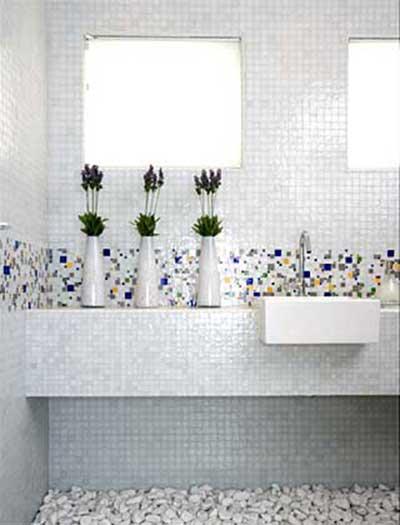 51 BANHEIROS DECORADOS COM PASTILHAS -> Banheiro Com Pastilha Vermelha E Branca
