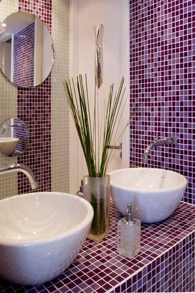 51 banheiros decorados com pastilhas for Imagenes de pisos decorados