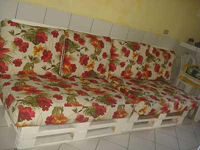 como fazer sofás de paletes