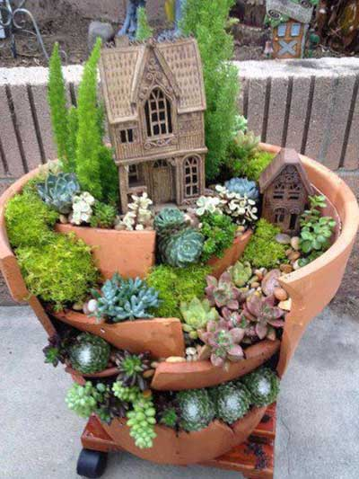 Resultado de imagem para Jardins em vasos de cerâmica -