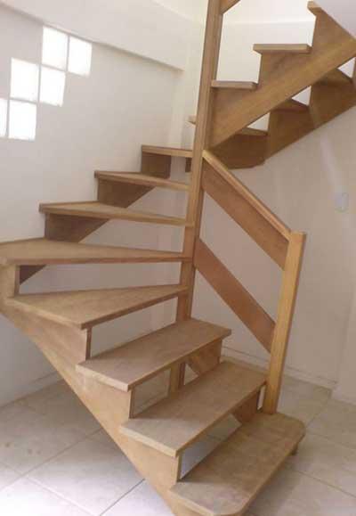 imagens de escadas de madeira