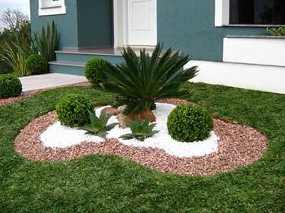 40 fotos e dicas de jardins pequenos decorados for Arreglar jardin barato