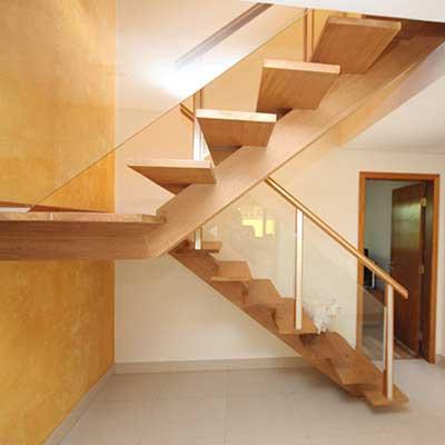 fotos de escadas de madeira