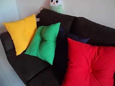 como fazer almofadas coloridas