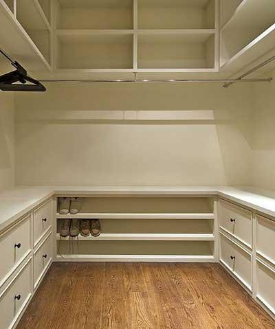 Closets pequenos modernos funcionais bonitos e decorados for Modelos de zapateras en closet