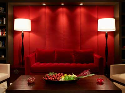 decoração com sofás vermelhos