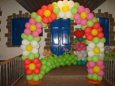 como fazer decoração com bolas