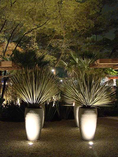iluminacao led jardins:Postes baixos e delicados também são muito comuns em jardim e é