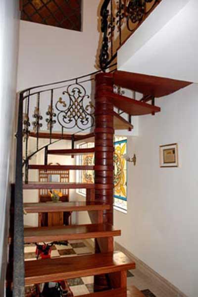 imagens de escadas caracol