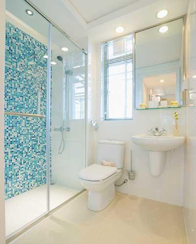 uma rea muito indicada para colocar azulejos sobre a pia do banheiro da cozinha ou sobre o tanque geralmente respinga muito nessas partes e se o