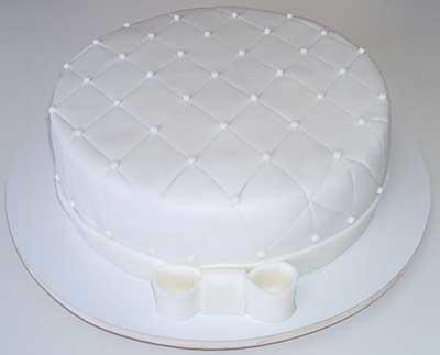 imagem de bolo simples de casamento