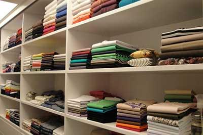 dicas de como organizar guarda roupa