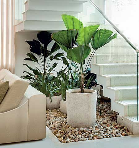 Salas decoradas com plantas artificiais