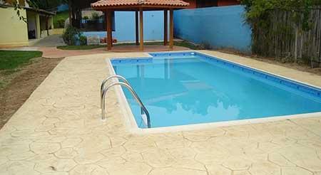 Pisos para piscina pre os fotos modelos antiderrapantes for Modelos de piscinas para fincas