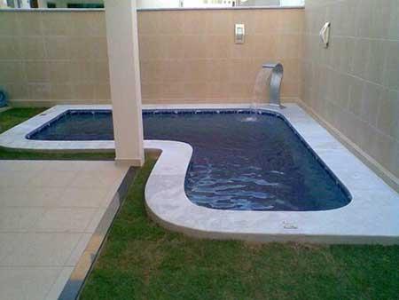 Pisos para piscina pre os fotos modelos antiderrapantes for Material piscina barato