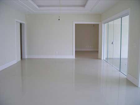 Piso branco na reforma e decora o banheiro sala cozinha for Tipos pisos para interiores casas