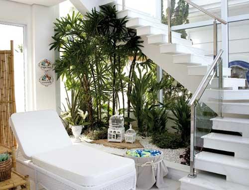 Como fazer jardim embaixo da escada decora o for Escaleras en lugares pequenos